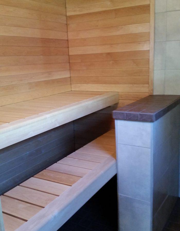 Saunan uudet lauteet ja panelointi
